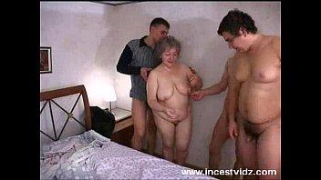 Порно как мать ебётся с сыном