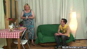 Пороно с мамочками мамочки соврашчаются сыновей