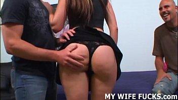 Жена заставляет мужа лизть сперму