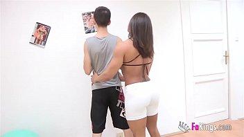 Personal sex trainer: Jordi quiere empezar el nuevo curso poniéndose rocoso. Karyn Bayres se encargará de ello.