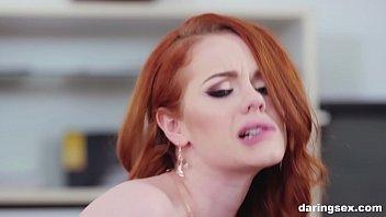 أحمر الشعر مرافقة ممارسة الجنس بسرور كبير