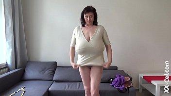 Девушки без лифчиков с большими грудями фото