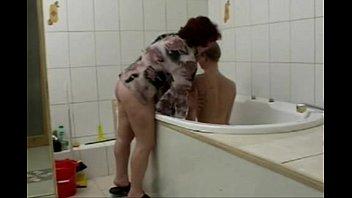 x video gay Coroa fazendo sexo na banheira