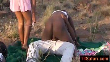 Trío africano áspero caliente en los outdoorss-1