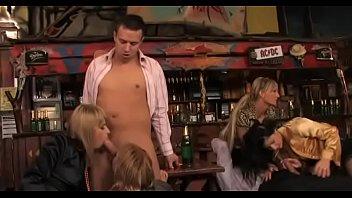 Порно-видео пьяных девок в жопу