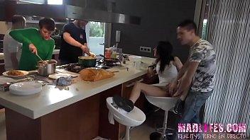 Coto y Julio le comen el coño a Daisy