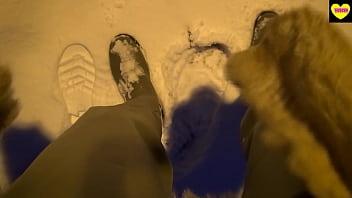 Секс на снегу в шубе