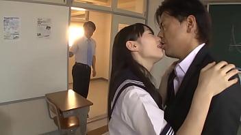 学校でハメちゃうスケベ女子高生が先生チンコと教室3P!|イクイクXVIDEOS日本人無料エロ動画まとめ