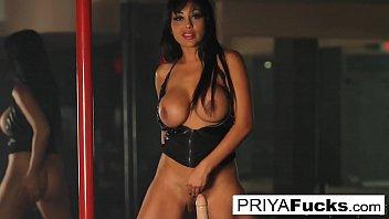 Indian MILF  Priya Rai rides the Sybian at the strip club