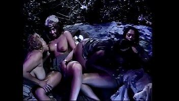 Lesbiche nere si piacciono a vicenda fighe bisognose con uno strapon e un vibratore