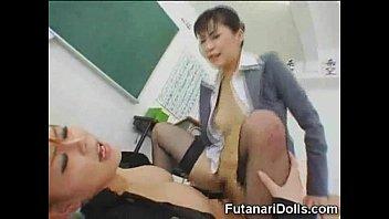 【コスプレ】爆乳女教師が教室でふたなりチ○ポをハメて激しく喘いでイクッ