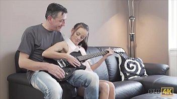OLD4K. Guitar hero