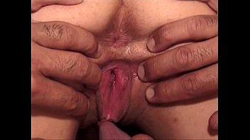 Парень трахает девушку с презервативом