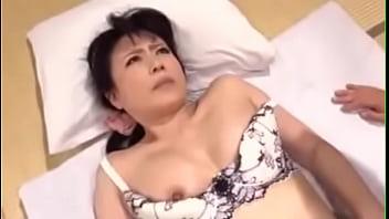 325Full-Movieหนังxxxสาวใหญ่เต็มเรื่อง แม่เลี้ยงสาวใหญ่อวบตาหวานๆโดนหนุ่มเย็ดโครตเสียว