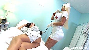 Asistenta Medicala Ce Face Dragoste Cu O Pacienta
