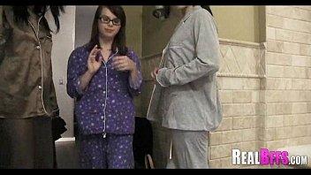 Pijama fiesta universidad orgía 098