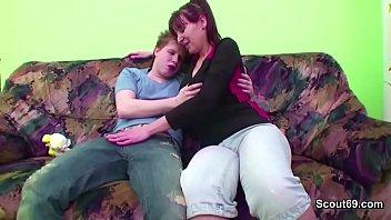 Порно видео онлайн сын имеет маму смотреть онлайн