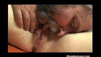Фото мужчина и женщина занимаются любовью