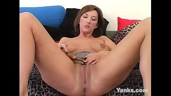 Yanks Kinky Electra Masturbating