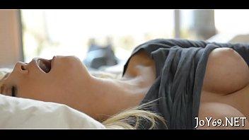 Блондинка с большой попой видео