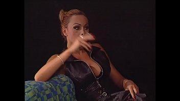 Due grandissime troie lesbicano e usano uno licking | blonde | doggystyle | redhead