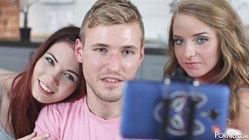 20χρονες φίλες κάνουν τριο με τον φίλο τους