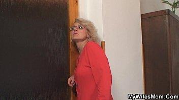 Мамочка соблазняет друга сына безплатно без регистрации и смс
