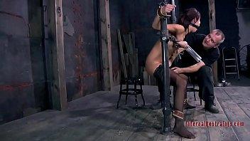 Смотреть порно дрочить соски и клитор