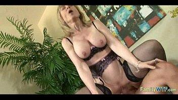 Русский порно инцест сын пришел к маме а она показывает пизду и заставляет лизать порно видео