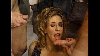 Порно страпоном женщина трахает мужика