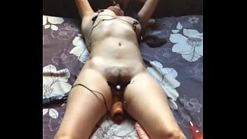 Sado masoquista y adicta a la masturbación con juguetes