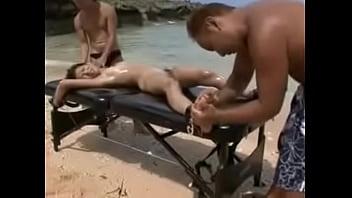 【ギャル】ビーチで全裸にしたギャルを拘束して巨乳を揉みまくる羞恥マッサージw