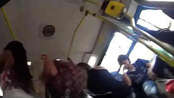 Меня трогают за попу в автобусе