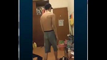 台灣街舞超級帥哥發情 裸體擺pose給你看
