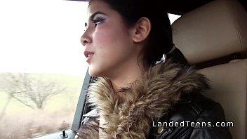 Τσιμπούκι και γαμήσι στο αμάξι