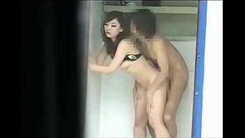 【素人盗撮】水着姿の素人女が立ちバックする動画がシコれるw