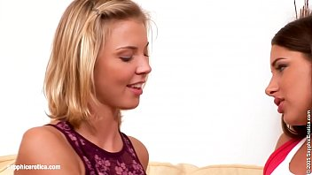 Licking Foursome sensual lesbian scene by SapphiX