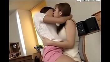 Порно видео разговаривает сидя на вибраторе