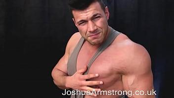Muscly amateur gets double cumshot