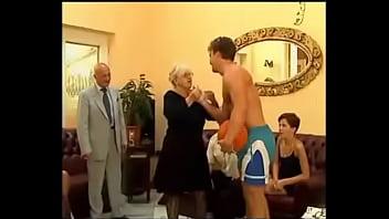 Секс видео семья мама папа дочь сын