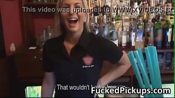Публичное унижение в баре блондинки лезби