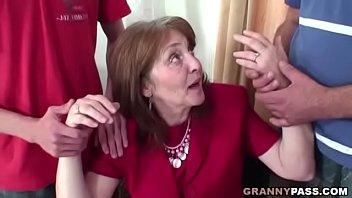 Порно старух старых с молодыми