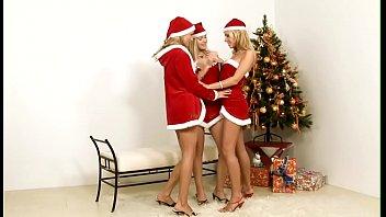 Голые юные девочки ноги раздвигают домашнее фото