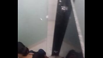 Pelada no banheiro