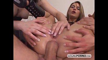 Garotas sensuais fodem em um trio áspero NL-10-04  hd pornô de 2020 sexo livre mp4