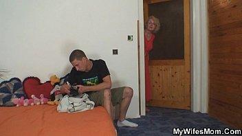 Сын спустил своей маме в пизду
