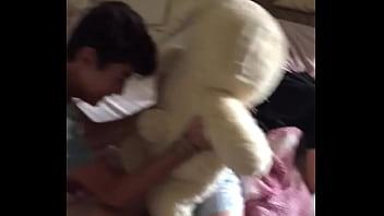 Urso safado alopra garoto