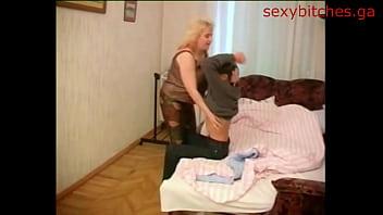 Сынуля присунул своей мамашке 4 min HD