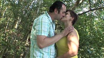 MATURE COUPLE OUTDOOR SEX !!