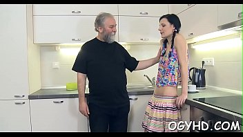 Young girl gives a blow to old weenie hardcore-sex free-hardcore-porn real-amatuer-porn